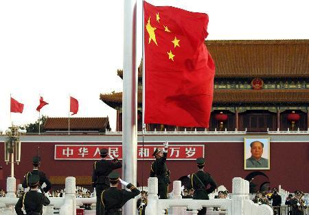 图文:天安门广场举行国庆升旗仪式(1)