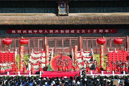 图文:北京举行国庆游园活动(3)