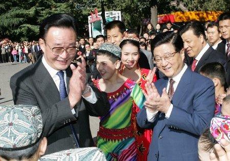首都举行盛大游园活动胡锦涛等与群众共庆佳节