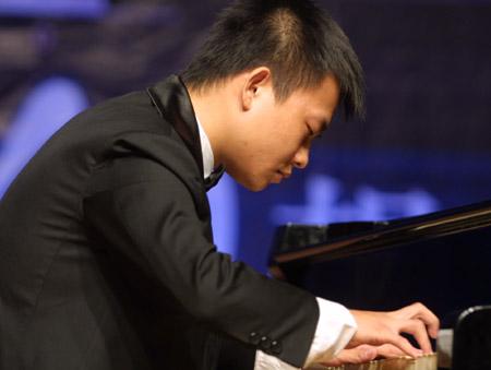 中美及白俄罗斯联手奏响黄河科技学院钢琴之夜