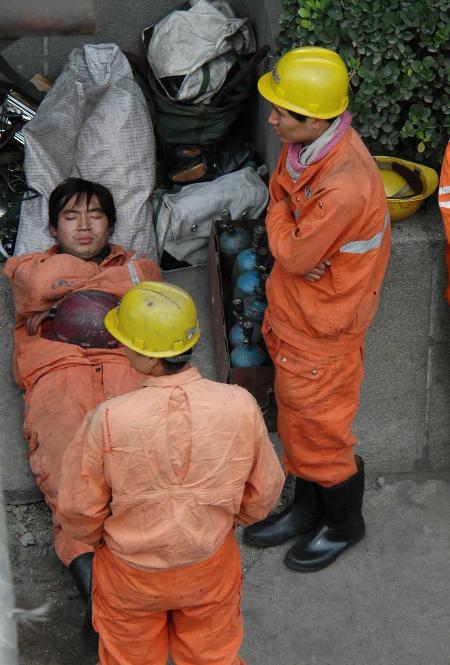 图文:大平矿难死亡人数已增加到60人