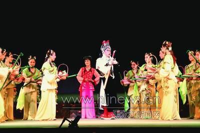 国家舞台艺术精品工程专家团来黑龙江考察《木兰传奇》(图)