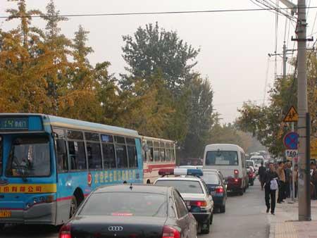 北京11万人蜂拥踏秋红叶美景难耐香山之痛(图)