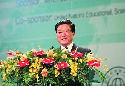 黄菊出席2004年世界工程师大会寄语各国工程师 积极承担责任促进人类