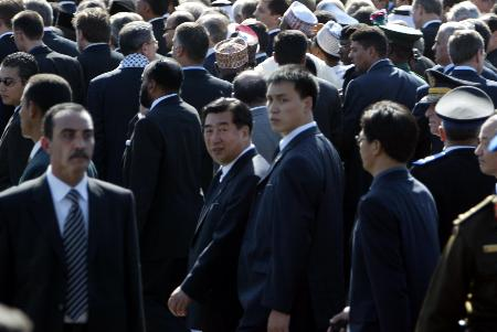 胡锦涛特使回良玉出席阿拉法特葬礼表示哀悼