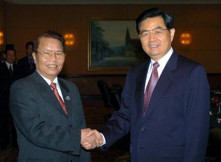 图文:胡锦涛会见越南国家主席陈德良