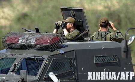 图文:智利士兵在首都圣地亚哥机场警戒