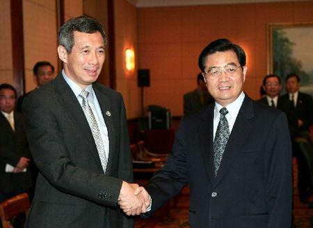 图文:胡锦涛会见新加坡总理李显龙