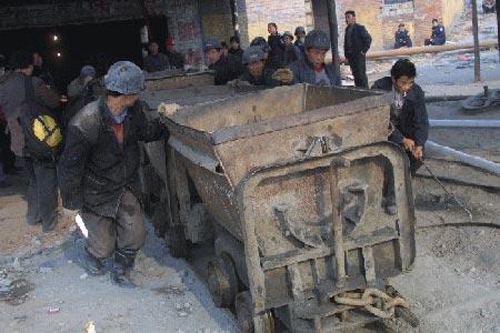 河北矿难暴露童工泛滥:200米井下每天做16小时