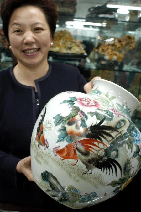 图文:景德镇陶瓷上的生肖鸡 11月30日景德镇陶瓷上的生肖鸡