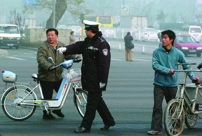 北京大规模整顿行人违章不服处罚将严惩(附图)