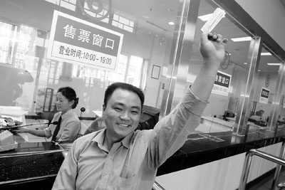 首趟粤海铁路旅客列车5日通车严禁超员(组图)