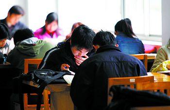 统习惯阅读的人越来越少.石祯专 摄-没时间 读书的人越来越多