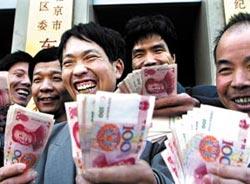 30多来京务工人员领到被拖欠的工钱