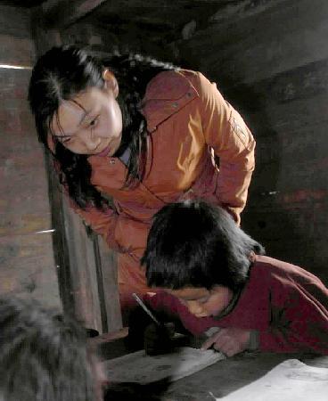 """当日,一项以关爱""""贫困山区儿童""""为主要内容的""""世平扶贫计划""""在贵州"""