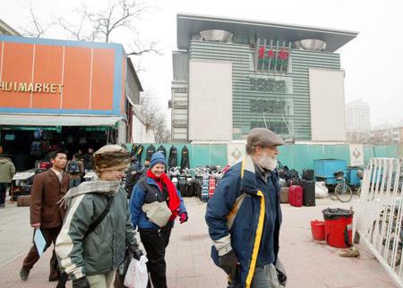 图文:外国人光顾北京秀水市场