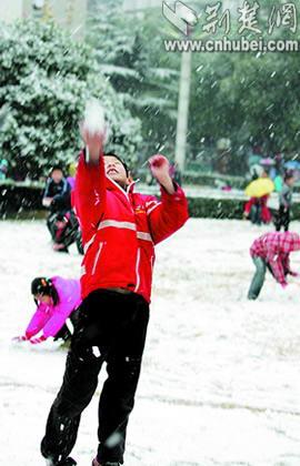 武汉降下三年来最大瑞雪首次启动融雪防冻预案