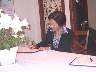 驻澳使馆援助印尼受灾人民傅莹大使表慰问悼念