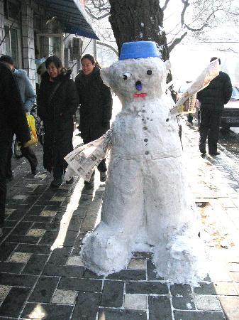 图文:(晚报)大雪人