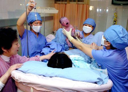 中国内地第13亿名公民诞生
