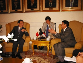 我国考察团看望在印尼的中国救援队并了解灾情