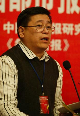 图文:《新闻晚报》总编辑寿光武在会上发言
