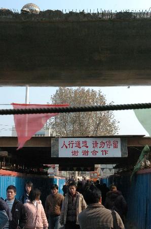 图文:南京火车站为何5年建不成(3)