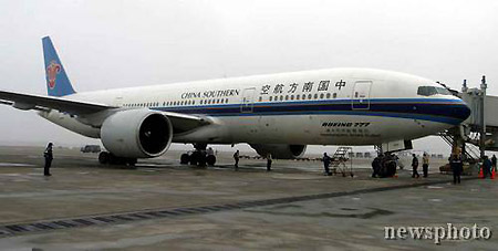 目击大陆民航客机56年来首次飞抵台湾