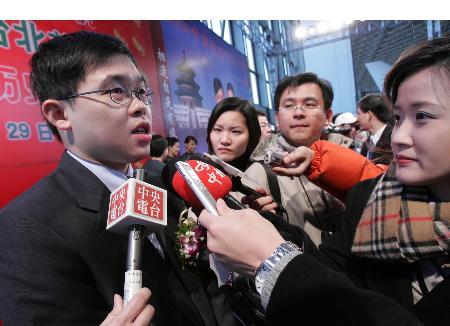 图文:台湾长荣航空公司总经理张国炜随机到京