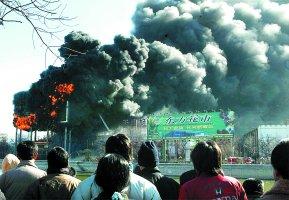 天津站前天下第一屏昨天被大火烧毁(组图)