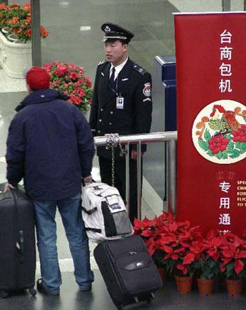 台湾华信航空首飞广州台商春节包机节后复飞
