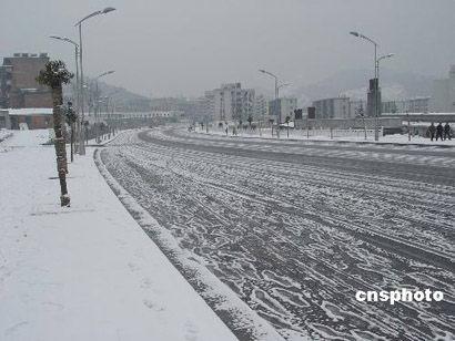 雨雪天气影响公路客运部分高速公路被迫封闭
