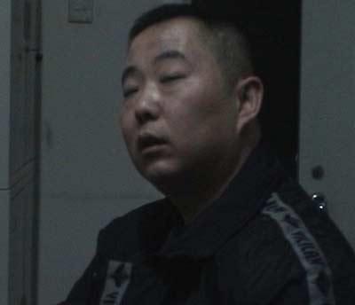 央视法治在线:北京警方围捕赌球庄家(图)