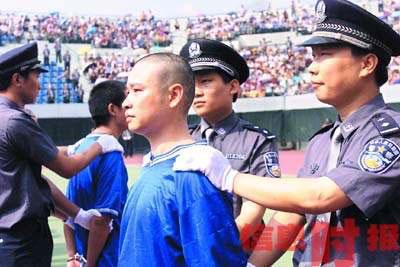 广州以11项罪名对35人特大黑帮提起公诉(图)
