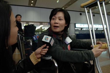 图文:台商春节包机最后一个航班抵达北京(4)