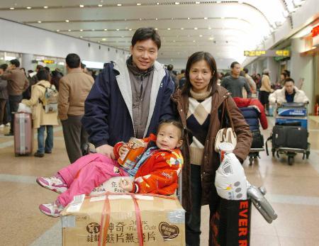 今年台商包机最后一架航班20日晚抵京(组图)