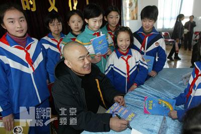 北京小学生开学典礼演唱《新童谣》