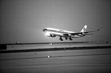浦东机场第二跑道试飞成功(图)