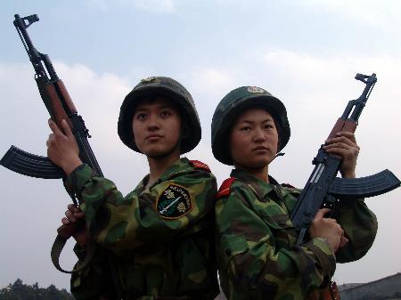 图文:[军事天地](2)英姿飒爽的女子特种兵