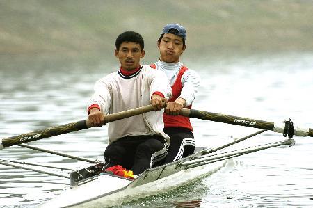 图文:赛艇――贵州队秣马厉兵加紧训练(3)_新闻