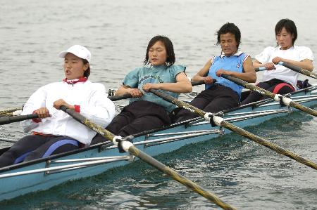 图文:赛艇――贵州队秣马厉兵加紧训练(4)_新闻