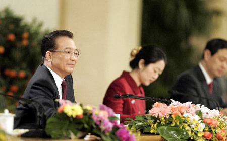 图文:温家宝总理会见中外记者并回答提问
