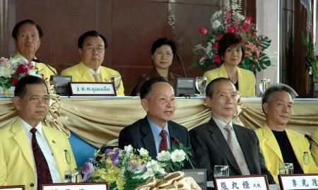 图文:泰国泰华各界拥护中国全国人大制定反分裂法