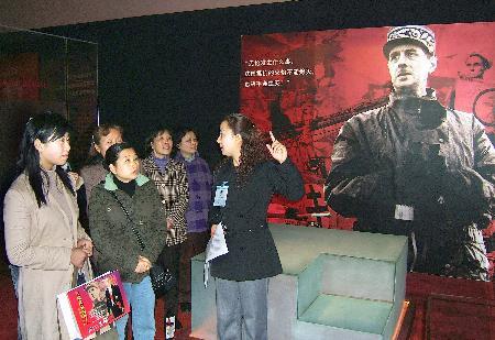图文:戴高乐生平展将在武汉展出(2)