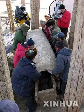 组图:罗布沙漠千棺坟发掘完成(2)