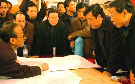 图文:山西朔州一乡镇煤矿瓦斯爆炸69人被困井下(2)