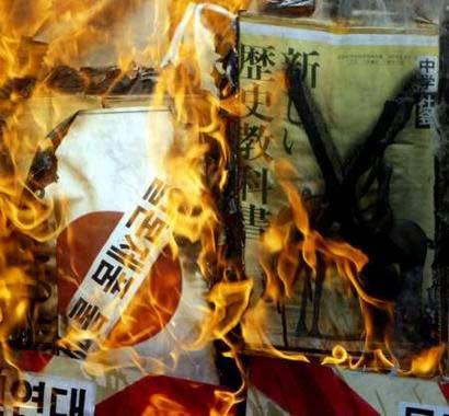 外交部发言人就日本新教科书歪曲历史答记者问