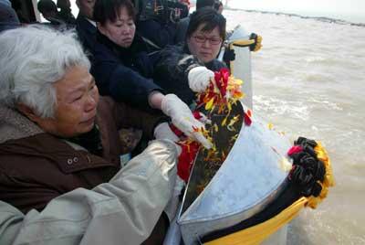 北京昨日迎来扫墓高峰未出现严重堵车(组图)