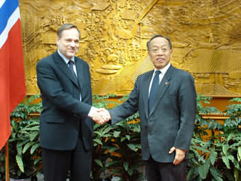 李肇星与挪威外交大臣会谈挪重申一个中国政策(图)