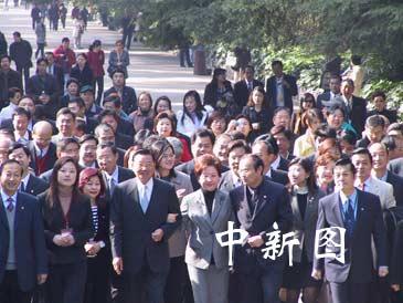 江丙坤率团在南京拜谒中山陵(组图)